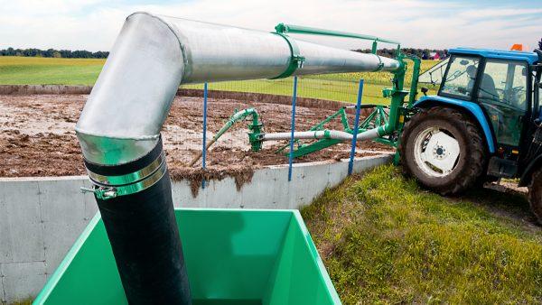 DairyFarming Articulated Loading Pipe 3 tcm11 18539