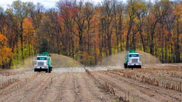 DairyFarming Truck Mount Spreader 2 tcm11 23042