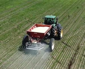 Valmar AirFlo 8600 Pull Type Fertilizer Spreader 2