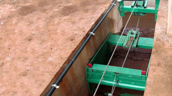 DairyFarming Cross Gutter Cable 1 tcm11 14285