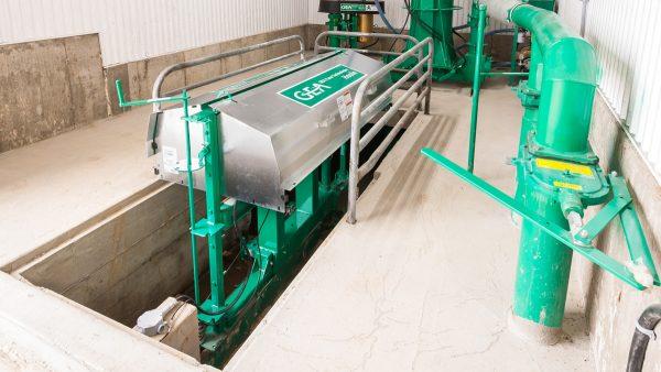 DairyFarming Cross Gutter Chain 2 tcm11 14284